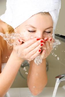 femalewashingface